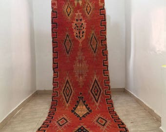 A very nice vintage Moroccan rug Boujaad (3.40/1.00m) (133,8 inches X 39,3 inches) (11,2 feet X 3,2 feet)
