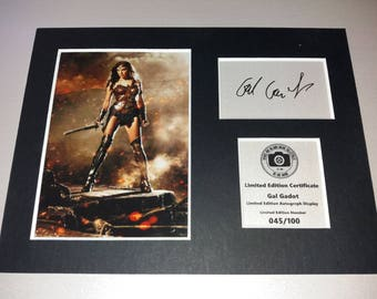 Gal Gadot - Wonder Woman - Justice League - Signed Autograph Display - Fully Mounted and Ready To Be Framed v2