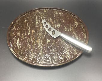Cheese plate with bark pattern
