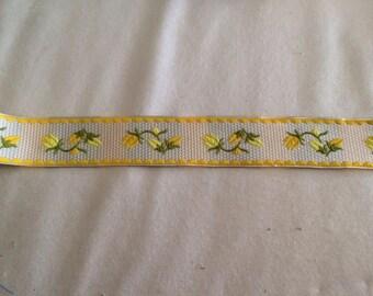 Ribbon has 3 yellow flower pattern, 5 cm sewing