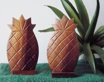 Vintage Wood Carved Pineapple Salt and Pepper Shakers/ Hawaii/ Souvenier/ Retro