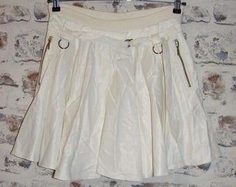 Size 10 vintage 80s punky mini circle skirt zip pockets shiny white (HA43)