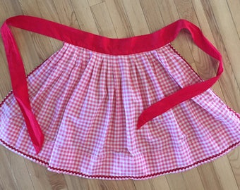 SALE! Vintage Gingham Check Apron, red & white, rick rack trim
