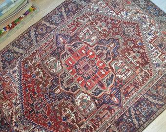 Vintage persian rug. Persian carpet. Large persian rug. Heriz rug. Persian carpet. Oversize persian rug. Free shipping. 10.5 x 7.7 feet.