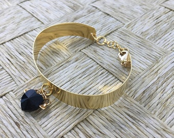 Handmade Copper Bracelet Platted in 18k Gold with black Swarovski Pendant