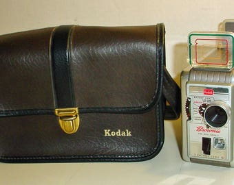 Kodak Brownie II 8mm Movie Camera 13mm f/2.3 Lens Vintage Mid Century Motion Film Recorder in Leatherette Case