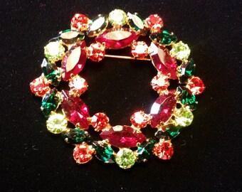 Varied Red/Green Wreath Brooch - Vintage