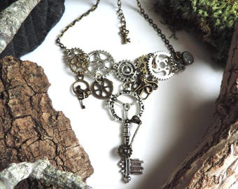 Necklace bronze/silver steampunk: gears, keys, small pendulum and Octopus.