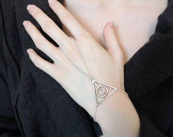 Beautiful handmade triangle chain silver jewel.