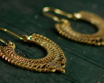 Puspi Earring Medium - Gold and Silver - detailed and graceful