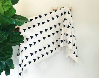 Lyla | White Base Black Triangle | Handmade African mud cloth