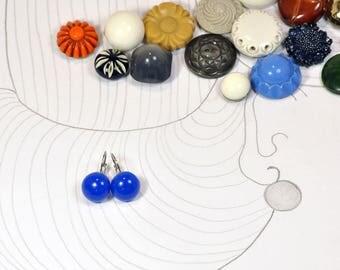 Monachella Blue resin earrings with semi-spherical shape