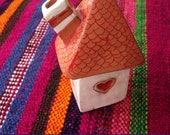 RESERVADA - Casita de cerámica para quemar incienso en conos