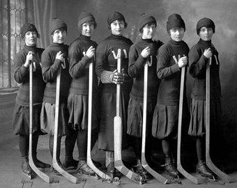 "1915 The Victorias, Women's Hockey Team Vintage Photograph 8.5"" x 11"""