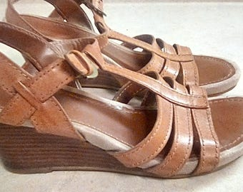 Vintage Bass Leather Strappy Wedge Heel Brown Sandals size 7 1/2 M DID Shoes