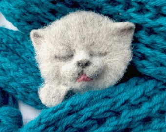Cute Sleeping Gray Kitten Felt Wool Cat Brooch Pet Portrait British Breed Replica Pocket Loss Gift Tiny Paw Tongue Animal Pin for Scarf Kids