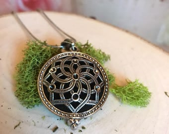 Essential Oil Diffuser Necklace • Filigree Locket Pendant • Oil Pad Diffuser Necklace • Diffuser Jewelry • Aromatherapy Jewelry