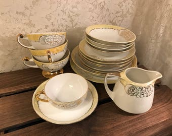 Rare 19-Piece Set By Bavaria China - Tea Cups - Saucers - Bowls - Plates - Yellow White And Gold - Hutschenreuther Selb - Royal Bavarian