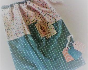 Sac a lingerie,pochette a lingerie ,sac a linge ,tissu japonais vert eau ,tissu turquoise et rose,  transfert rétro femme ,cadeau femme .