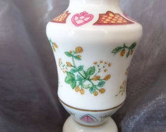 Vintage Franklin Mint Flowers of the Victorian Year Miniature Vase for October and Hop.