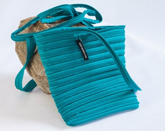 purse made exclusively from zipper, various colors