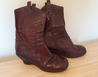 Well Loved Fluevog Boots, Leather Size 8.5, Ladies Friends Rona