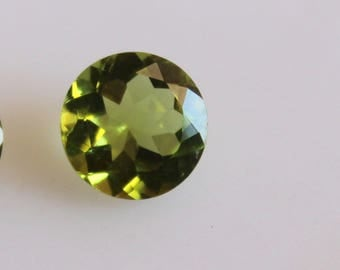 Natural 8.8 mm Round Green Peridot Faceted High Quality Gemstones-AAA Peridot 2.40 ct