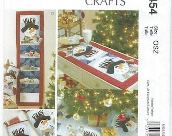McCalls 6454 - Stocking, Table Runner, Tree Skirt & Card Holder