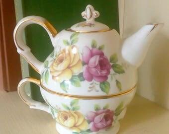 Regal Teacup/Pot