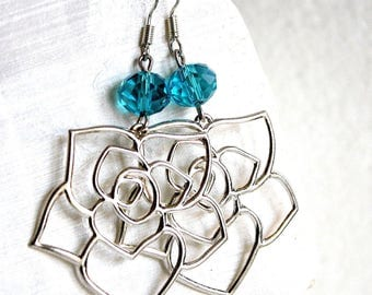 Flowers made of brass and blue faceted earrings