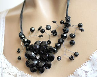 floral plant branch black crystal Bead Necklace.