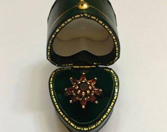 Vintage 9ct Gold Garnet Starburst Ring (Size K 1/2)