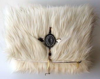White faux furr oversized clutch   Large clutch   Furr   White furr