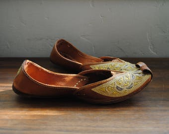 Vintage leather Indian slip on shoes - flats- gold embroidery