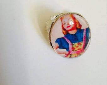 """Beautiful ring adjustable silver Metal Vintage """"who's who decides?""""  """""""