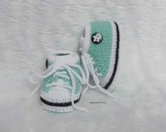 Basketball wool baby booties 0/3 months baby hand knitted green glacier white black