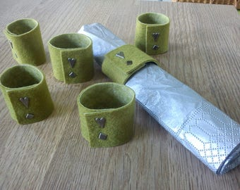 Napkin rings made of felt and ties in Paris heart pattern