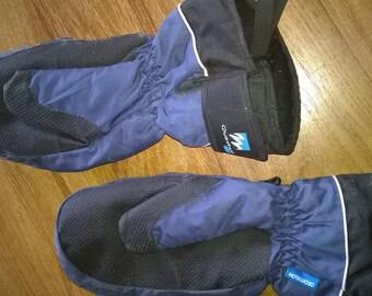 490) pair of ski mittens