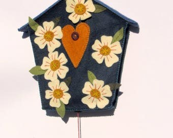 Decorative birdhouse wall floral with bird (blue, off white) - felt
