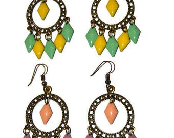 Dangling earrings in pastel colors
