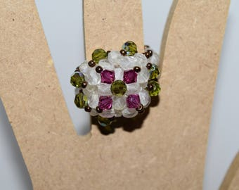 "Ring ""dome"" in white, pink and green swarovski crystal beads"