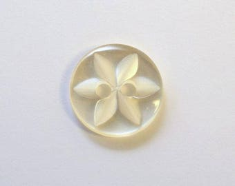 Button star 11 mm x 50 cream 2 holes - 001615
