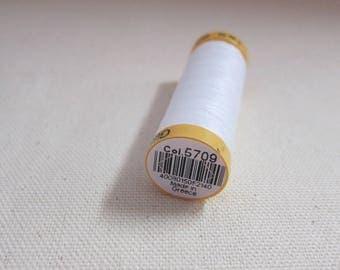 White sewing thread n 5709 Gütermann 100% cotton
