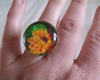 ring round glass cabochon flower