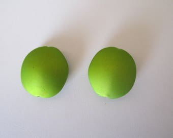 Set of 2 pearls pucks pistachio green satin oval