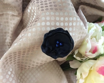 Navy flower 5 cm in blue satin with pearls
