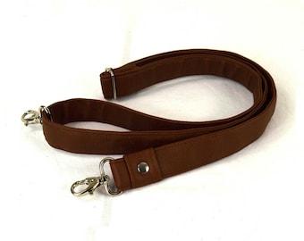 Adjustable shoulder strap in Brown faux leather camel lobster