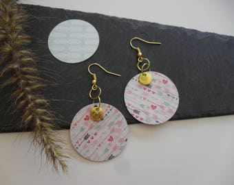 Earrings with gold sequins