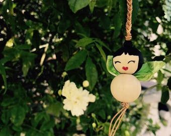 Attached green Chinese fairy wooden beads