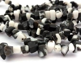 Black and white Zebra Jasper: 80 cm chips 1 thread, beads 5-10 mm (pg139)